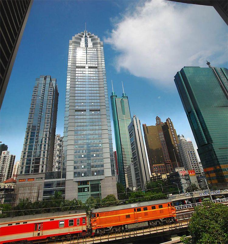 深圳市的龙华新区和宝安区的龙华街道是一个地方吗?隔