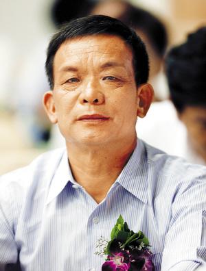建立全球第三大玻璃王国 曹德旺最强对手李贤义