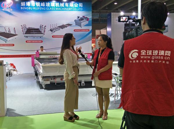 2017广州展会开展 全球玻璃网独家采访锐锋玻璃机械朱经理
