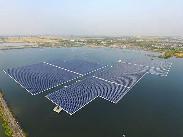 全球最大水面漂浮光伏电站在我国并网发电