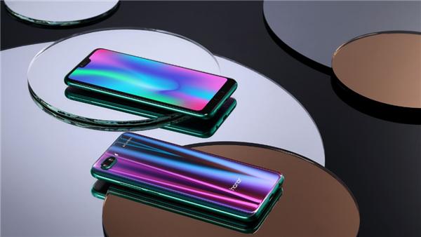 荣耀10怎么样_变色极光玻璃机身_参数_价格。