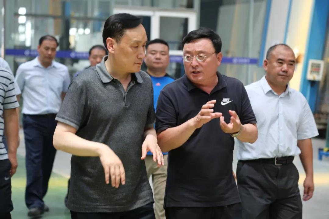 历城区区委书记吴承丙一行走访山东耀华玻璃有限公司