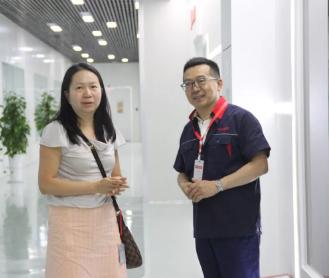 成都中建材发电玻璃与刘丽川教授的人工智能碰撞