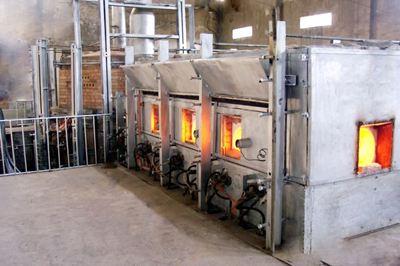 玻璃熔窯池底耐火材料侵蝕的解決辦法