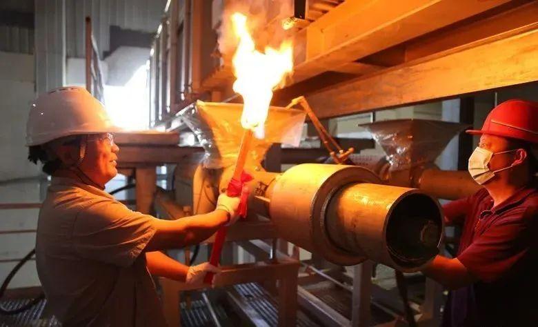 凯盛君恒中性硼硅药用万博manbetx官网客服电话管2号窑炉点火生产