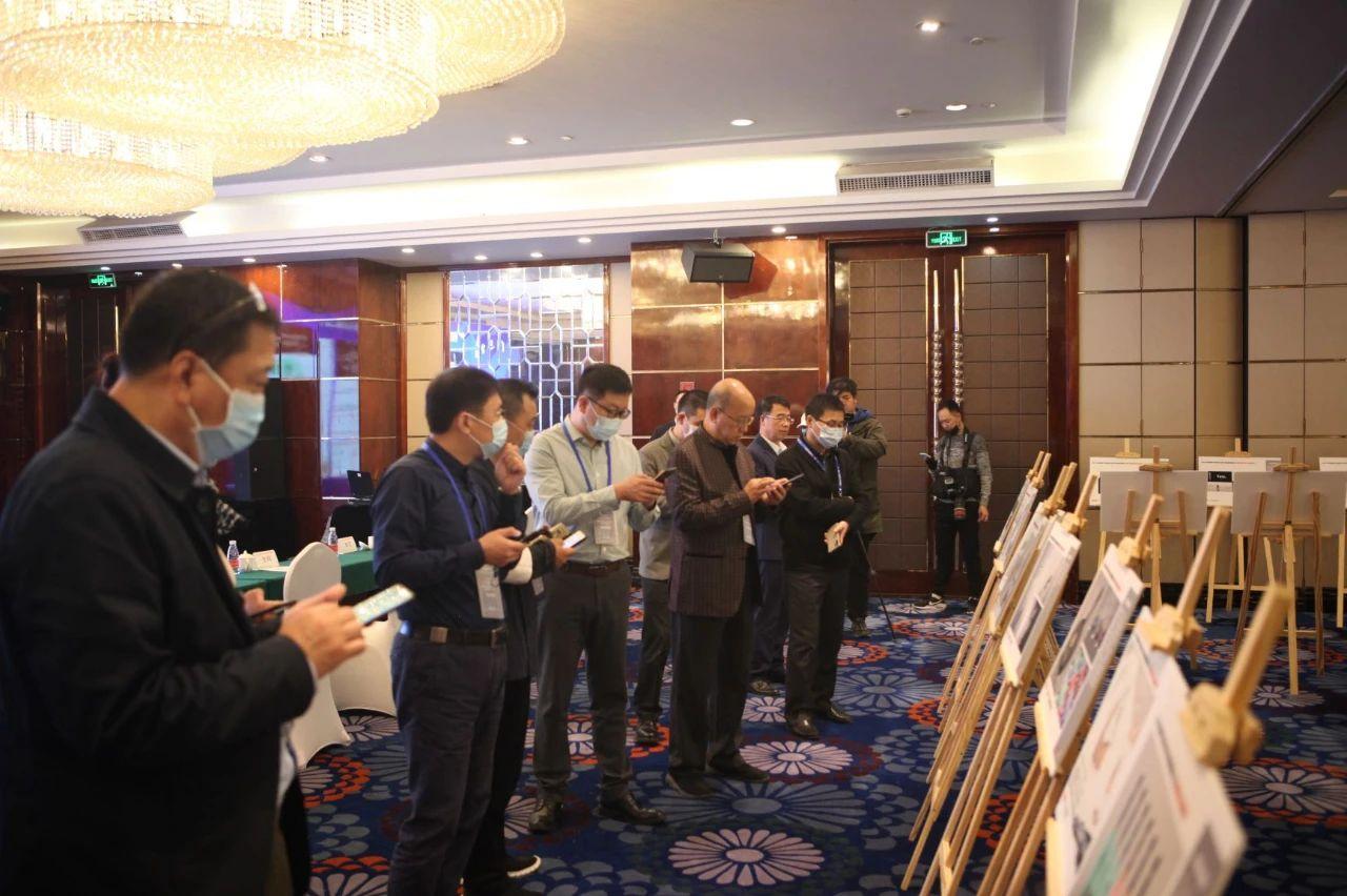中国玻协赵万帮副理事长与中国酒类产品包装设计创意大赛