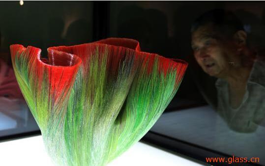 条琉璃人体写真_国际艺术大师作品精彩亮相上海琉璃馆