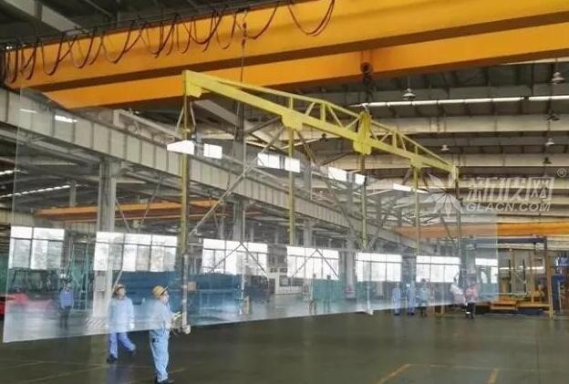 咸宁南玻成功生产国内首片18m超大片超白玻璃