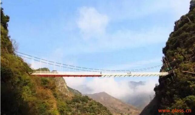 清远牛鱼嘴玻璃栈桥风景图