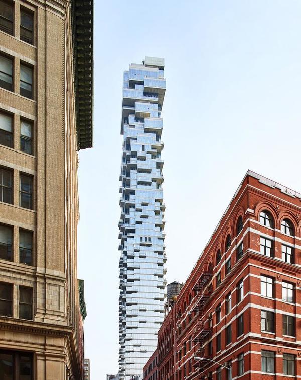纽约又多了一幢豪宅楼,像是用玻璃方块搭成的积木塔