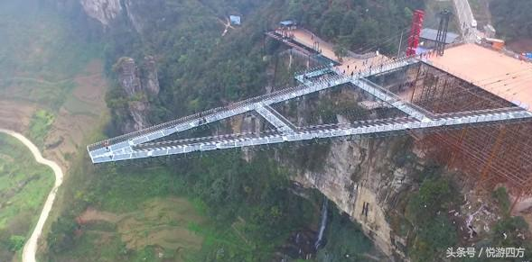 步步惊心,全球最长悬空玻璃廊桥落户重庆