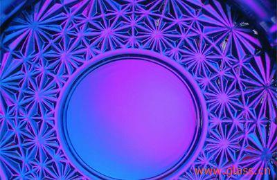 外观有无色透明的,着色透明的,半透明的,带金,银色斑点,花纹或条纹的.