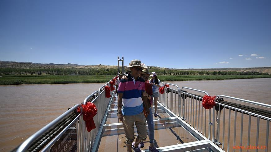 我国内第一座横跨黄河3d玻璃桥正式亮相宁夏沙坡头