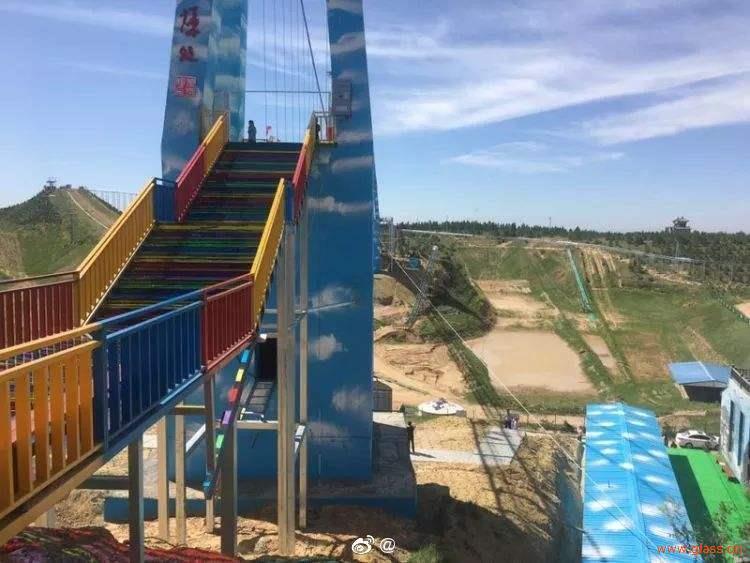 内蒙也有玻璃桥,鄂尔多斯首座玻璃天桥对外开放