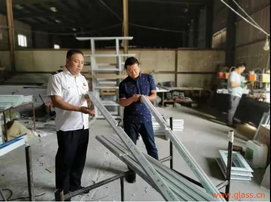 喀什地区开展塑窗产品专项监督检查,重点检查玻璃等配件