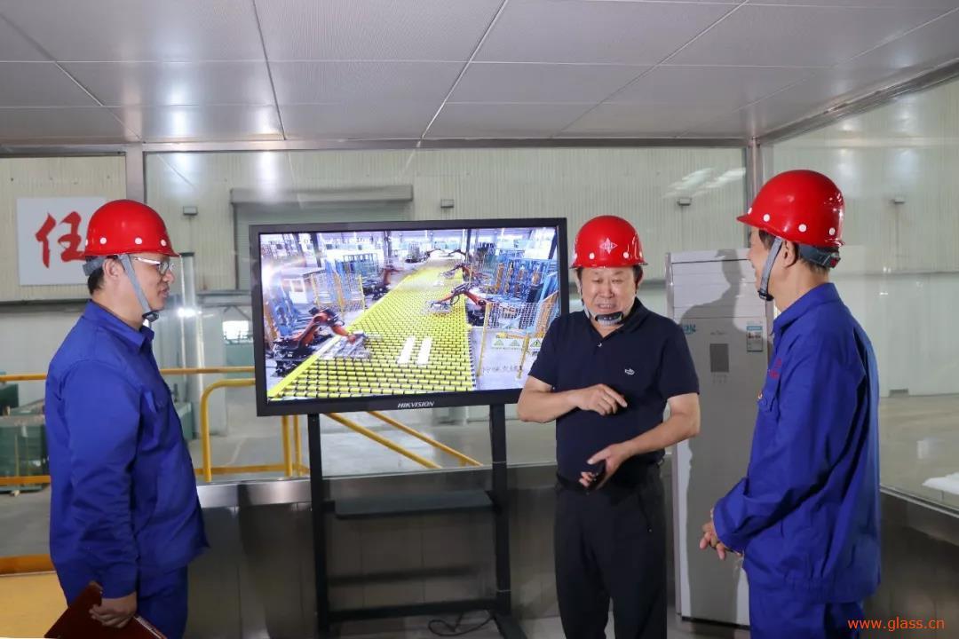 李建国一行到中空玻璃企业耀华玻璃督导检查安全生产工作