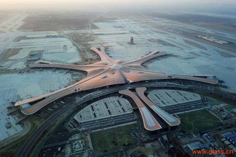 金晶超白玻璃闪耀北京大兴国际机场