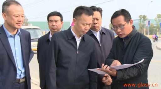 三家玻璃加工企业引起关注 黄镇调研园区环境问题整改