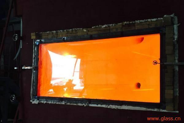 超白防火玻璃同普白防火玻璃比较哪种更好?
