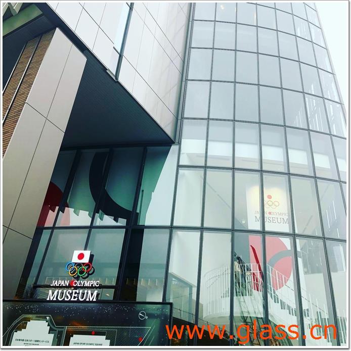 建筑物北侧的玻璃部分令人印象深刻