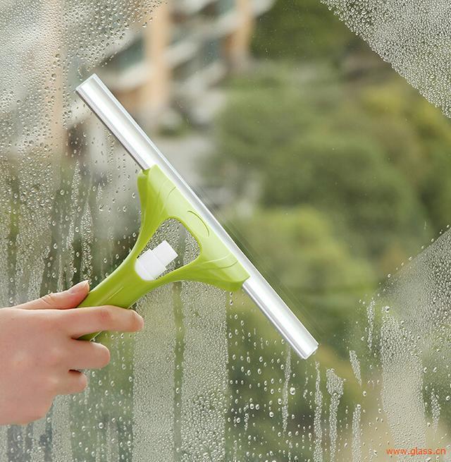 家里玻璃怎么擦才干净?教你几个小妙招!
