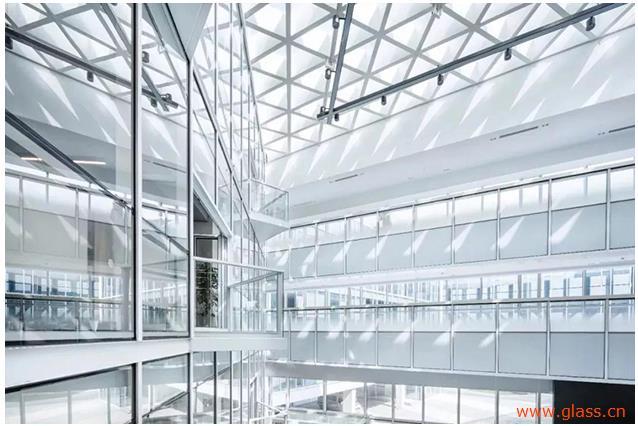 洛玻子公司国内首条拥有自主知识产权的超白光热玻璃生产线点火投产