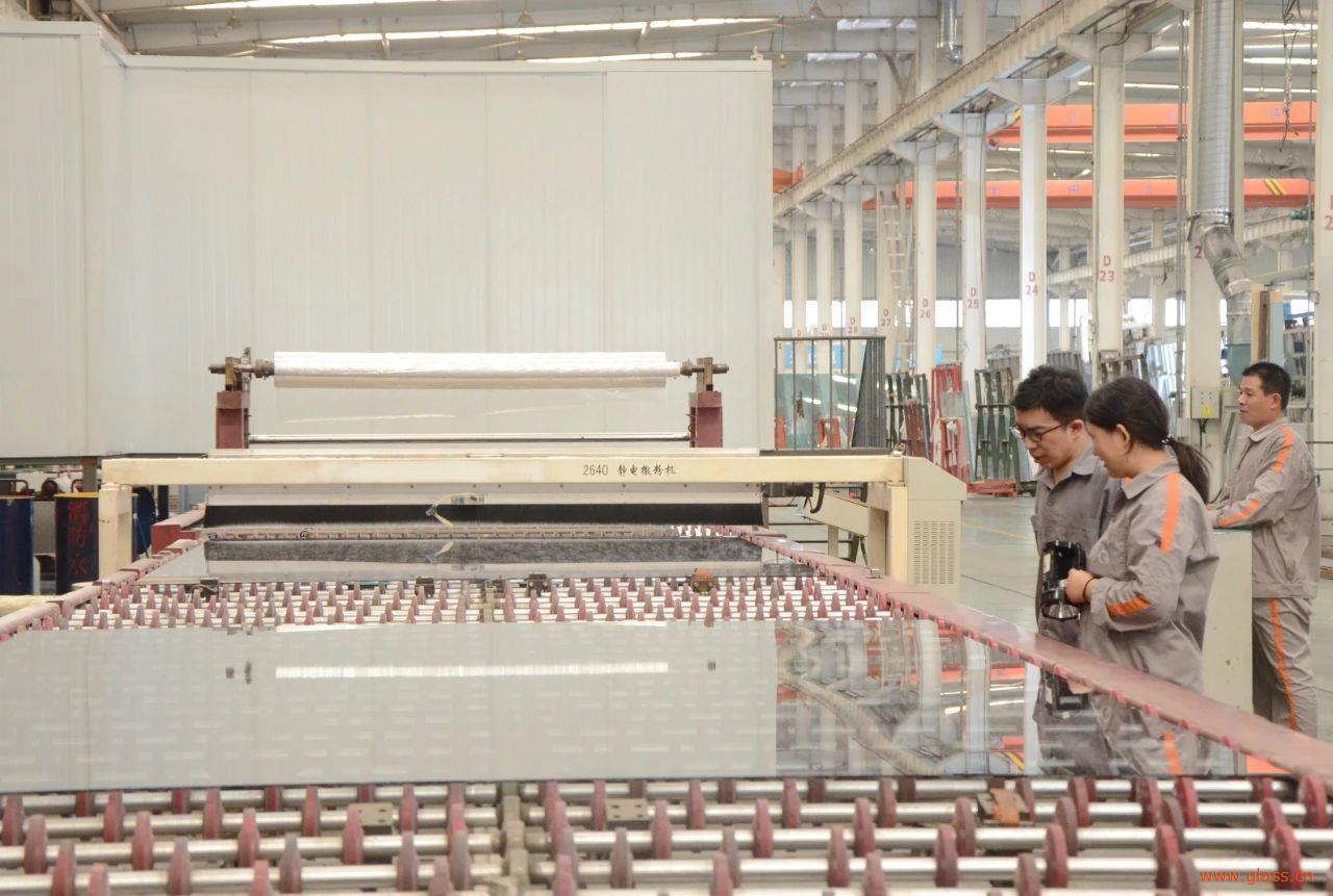 北玻首条全自动镀膜生产线开工制造