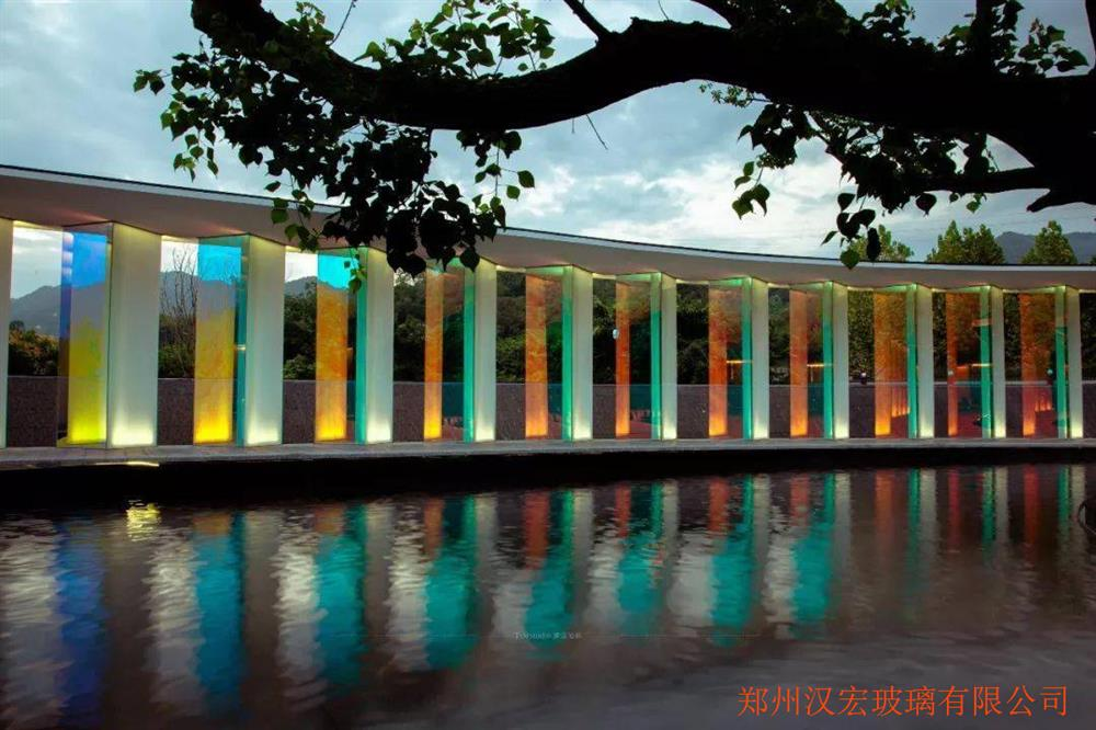 上海6毫米炫彩膜夹胶钢化玻璃