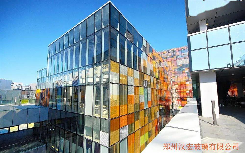 北京6毫米炫彩弯弧钢化玻璃