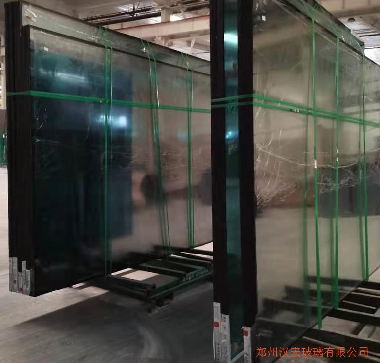 南京12厘超白超长弯弧玻璃