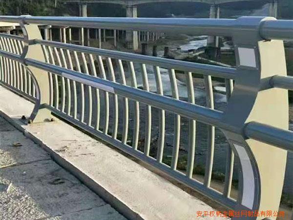 上海高架桥人行天桥护栏 桥梁护栏图片