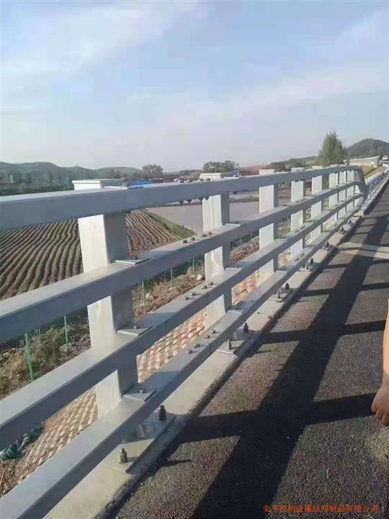 北京学校小区人行道机非隔离护栏1米高