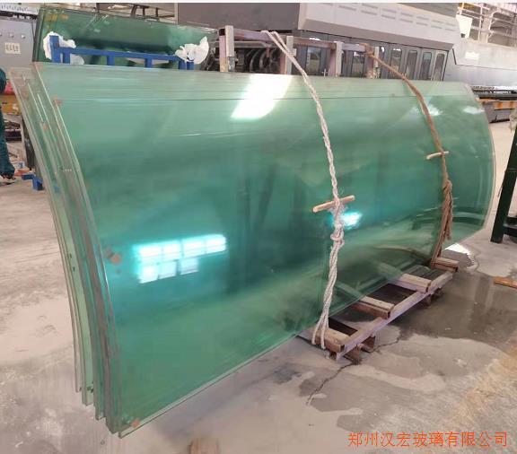 内江12毫米超高超白弯弧钢化玻璃