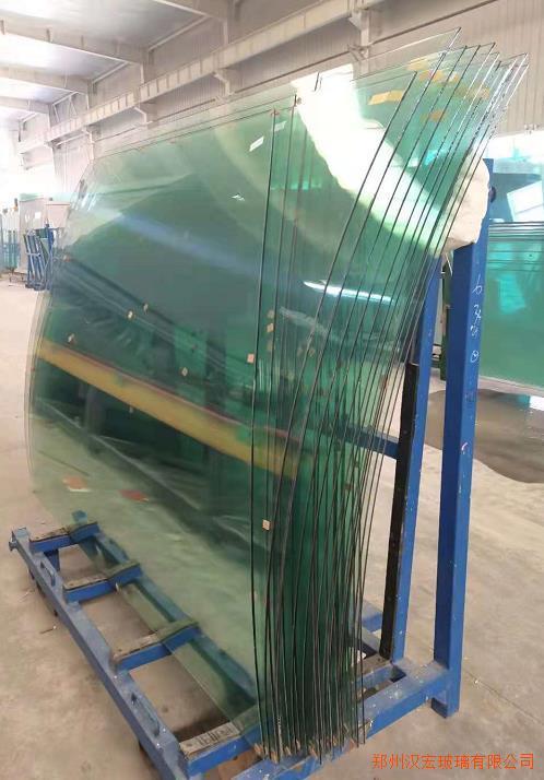 青岛12厘超白大板钢化长虹压延夹胶圆弧弯玻璃