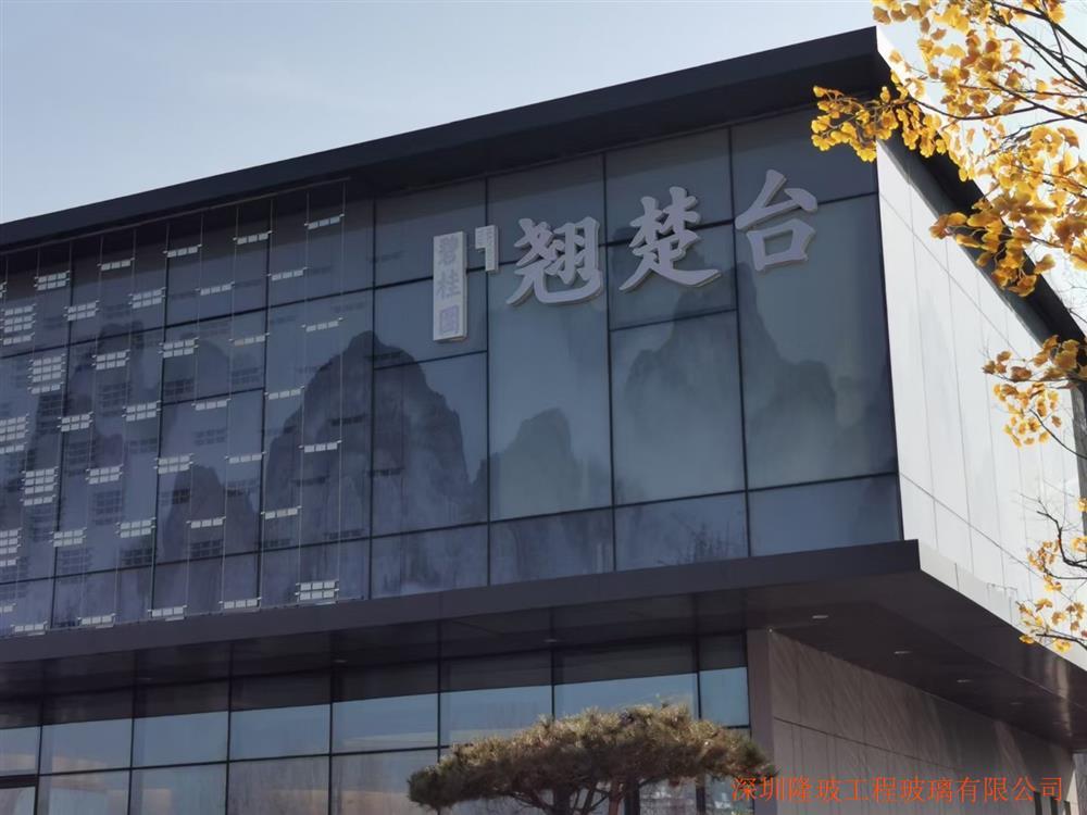 数码打印玻璃广泛运用售楼部、背景墙、商场外立面、场馆等