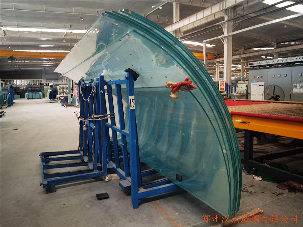 8毫米超白夹胶中空弯弧玻璃