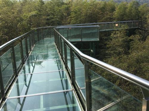 人民日报:玻璃栈道,建好更要管好